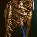 Pokaz tańca brzucha ze skrzydłami Izis