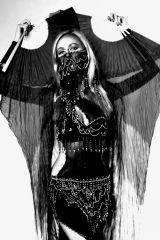Mahtab z jedwabnymi fan veils
