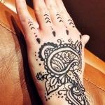 Tatuaż wykonany henną